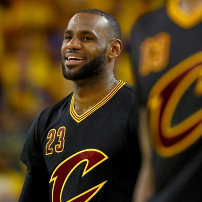 lebron sleeved jersey